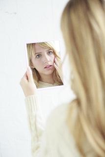 左右対称になりたい!顔のゆがみの原因と矯正エクササイズ